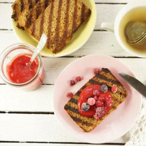 Paleo-Milchbrot mit Erdbeermarmelade  - Koch-Rezepte Elke Eisner Steinzeitköchin Paleo