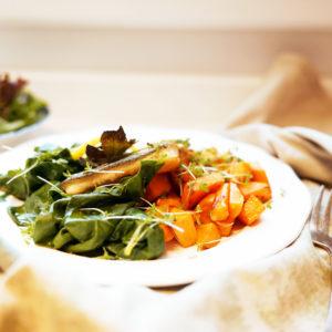 Forellenfilet mit gebratenen Süßkartoffeln und Spinat  - Koch-Rezepte Elke Eisner Steinzeitköchin Paleo