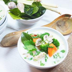 Tom Kha Gai – Hühnersuppe mit Kokosmilch und Galgant  - Koch-Rezepte Elke Eisner Steinzeitköchin Paleo