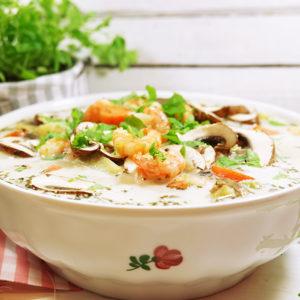 Cremige Champignon-Suppe mit Shrimps, Kräutern und Gemüse  - Koch-Rezepte Elke Eisner Steinzeitköchin Paleo