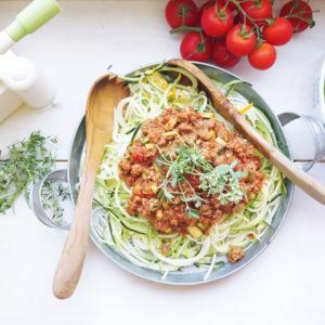 Zucchini-Nudeln, Zudeln oder Zoodles alla Bolognese  - Koch-Rezepte Elke Eisner Steinzeitköchin Paleo