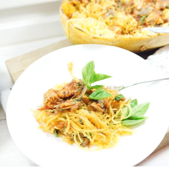 Spaghetti-Kürbis mit Basilikum-Hühnchen-Tomatensauce - Koch-Rezepte Elke Eisner Steinzeitköchin Paleo
